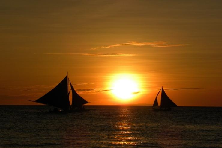 sunset-sailing-boats-sea-69395.jpeg